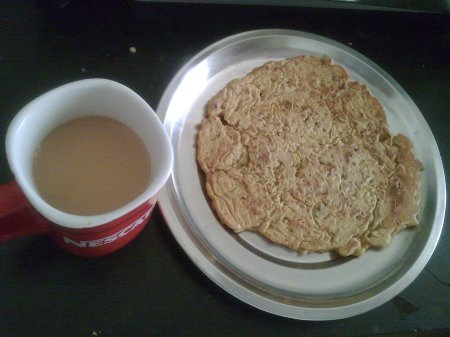 Garam garam bhakri with tea for breakfast